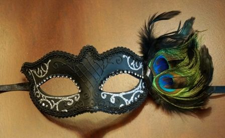 Silver Masquerade Eye Mask With Feathers
