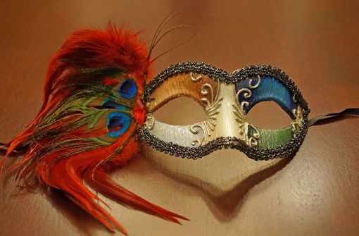 Porta Alegre Feather Mask