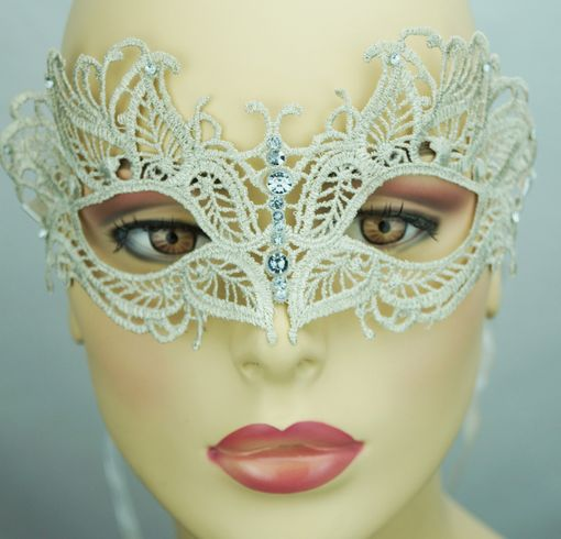 Saddie Embroidered Masquerade Mask Cream