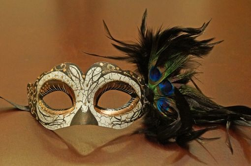 Trylina Masquerade Mask With Feathers