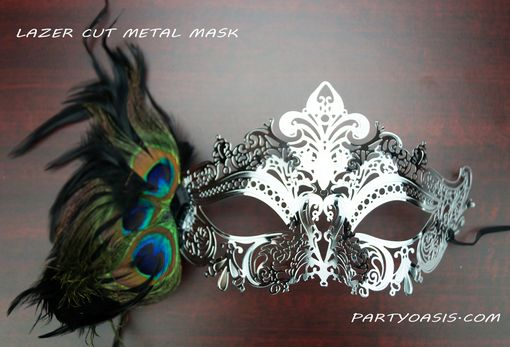 Venetian Metal Eye Mask With Feather