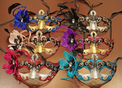Vennessa Masquerade Masks With Feathers