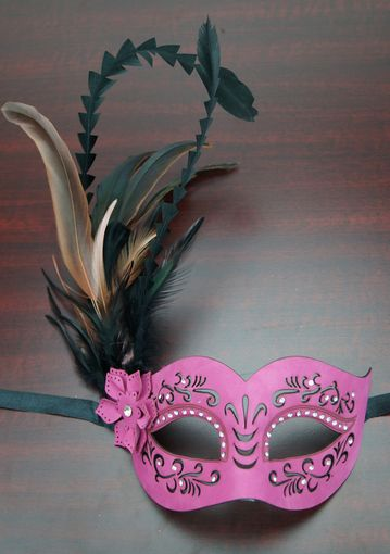 Veronica Feather Mask Pink