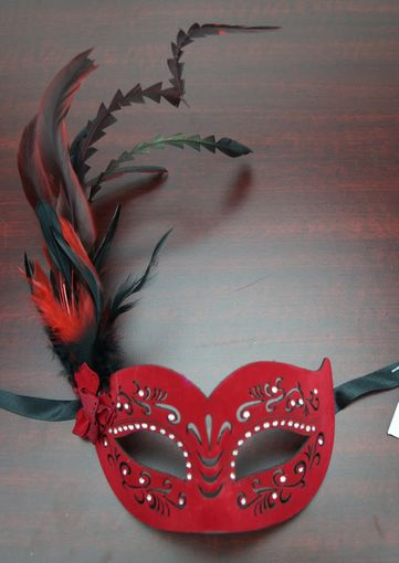 Veronica Feather Mask Red