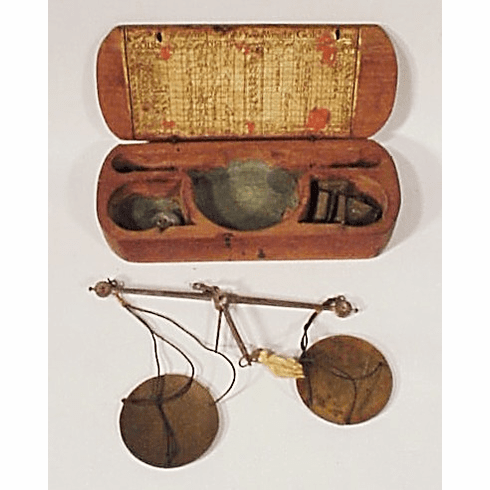 18th C. gold scale case and  scale.