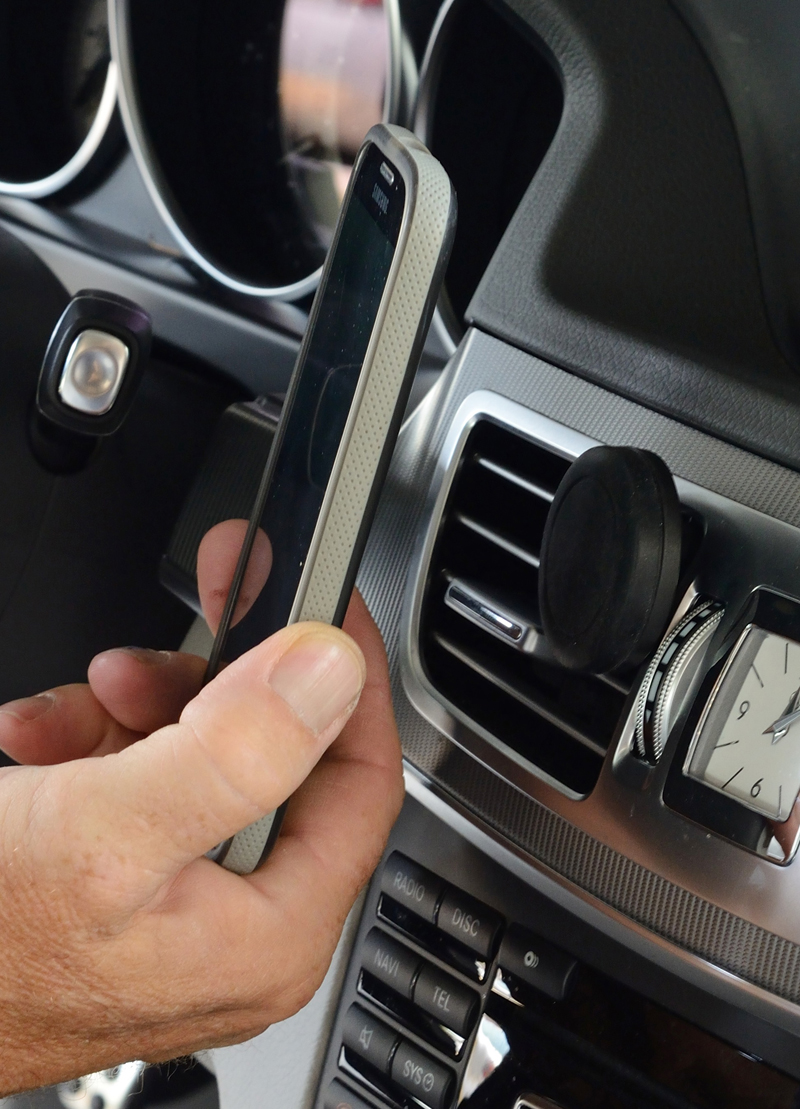 Image of Vent Mounted Magnetic Smartphone Holder