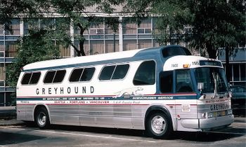 GM PD-4107 Coach Model Greyhound- Iconic Replicas 87-0278 - click to enlarge