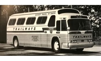 GM PD-4107 Coach Model, Trailways - Iconic Replica 87-0284 - click to enlarge