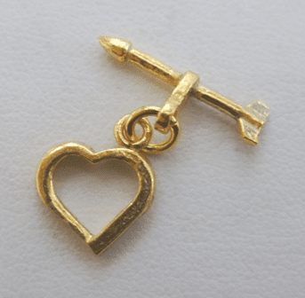 """Small Heart and Arrow Toggle - 12mm Heart w/ 18mm """"Arrow"""" Bar - 12 Sets - 24Kt. Gold Over Copper"""