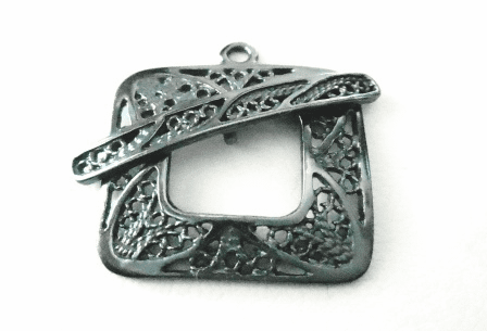 Square Toggle with Lace Design - 22mm w/ 28mm Bar - 1 Clasp - Gun Metal<br>7174GM