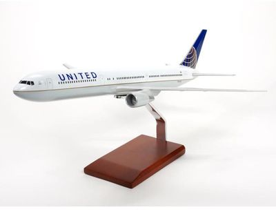 United Airlines B-767-400 Model
