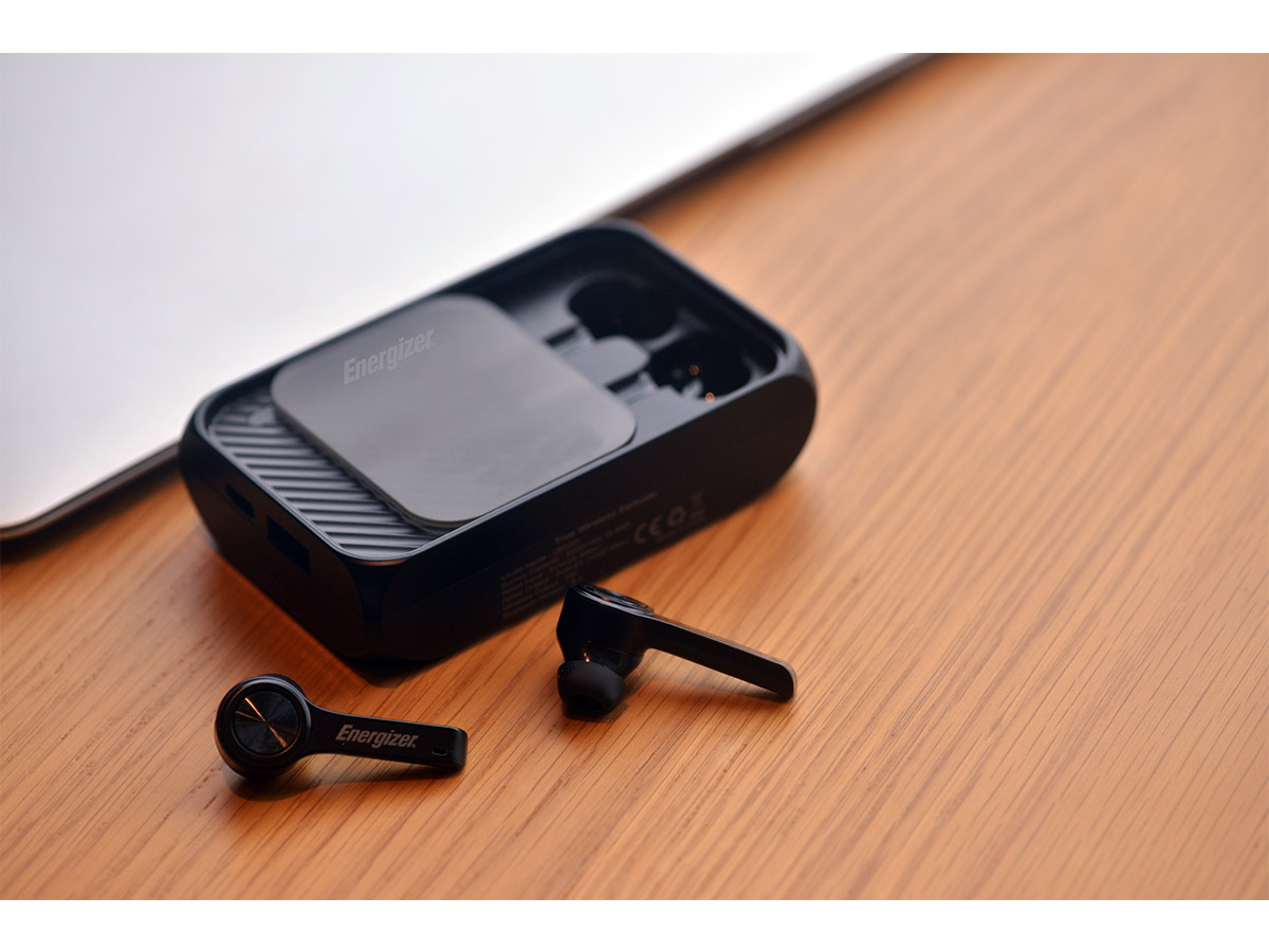energizer ub5001 lifestyle photo with earbuds out
