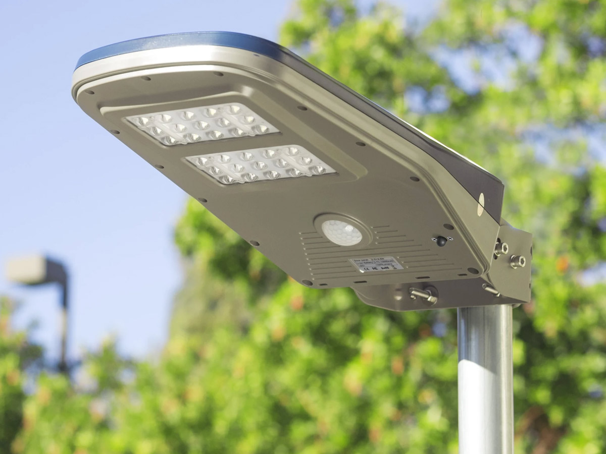 wagan solar floodlight mounted on pole during daytime