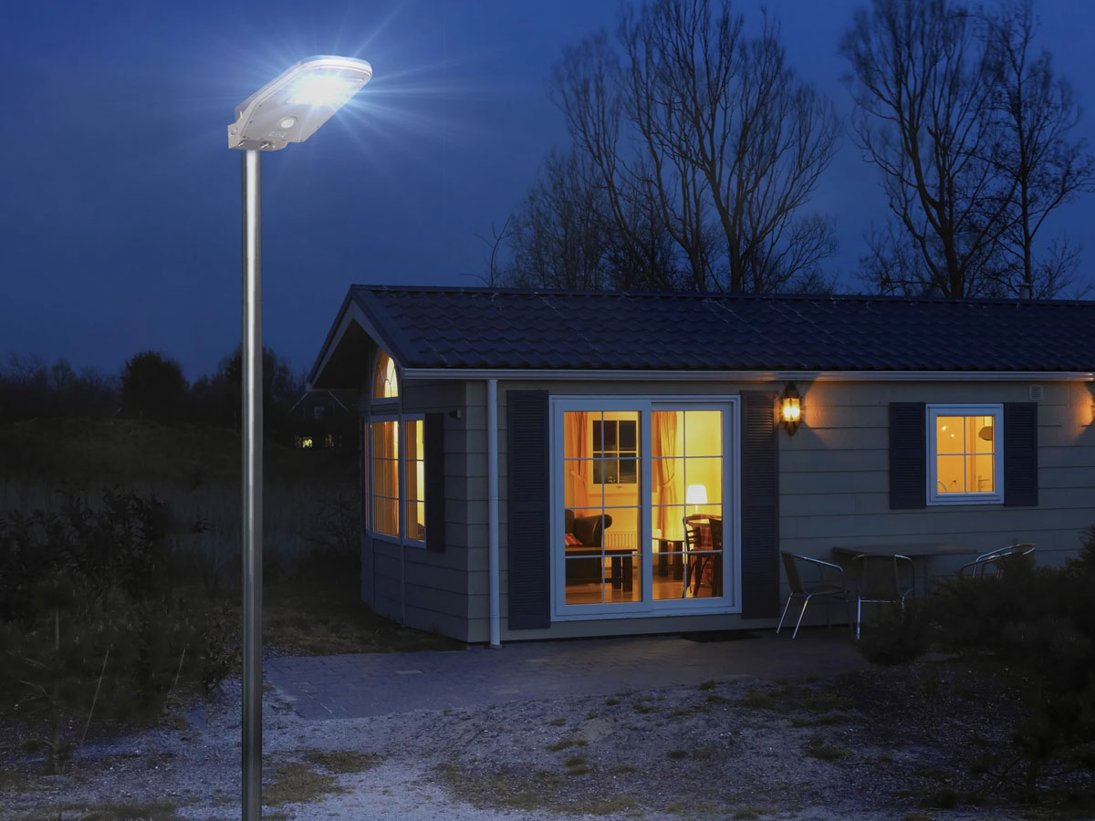 wagan solar led floodlight on pole lit at night