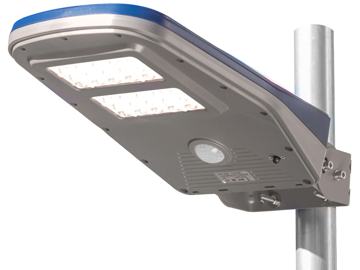 wagan solar floodlight 8576-9 mounted on pole