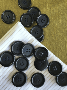 "1"" (25mm) 40L 4 Hole Black Buttons #865"