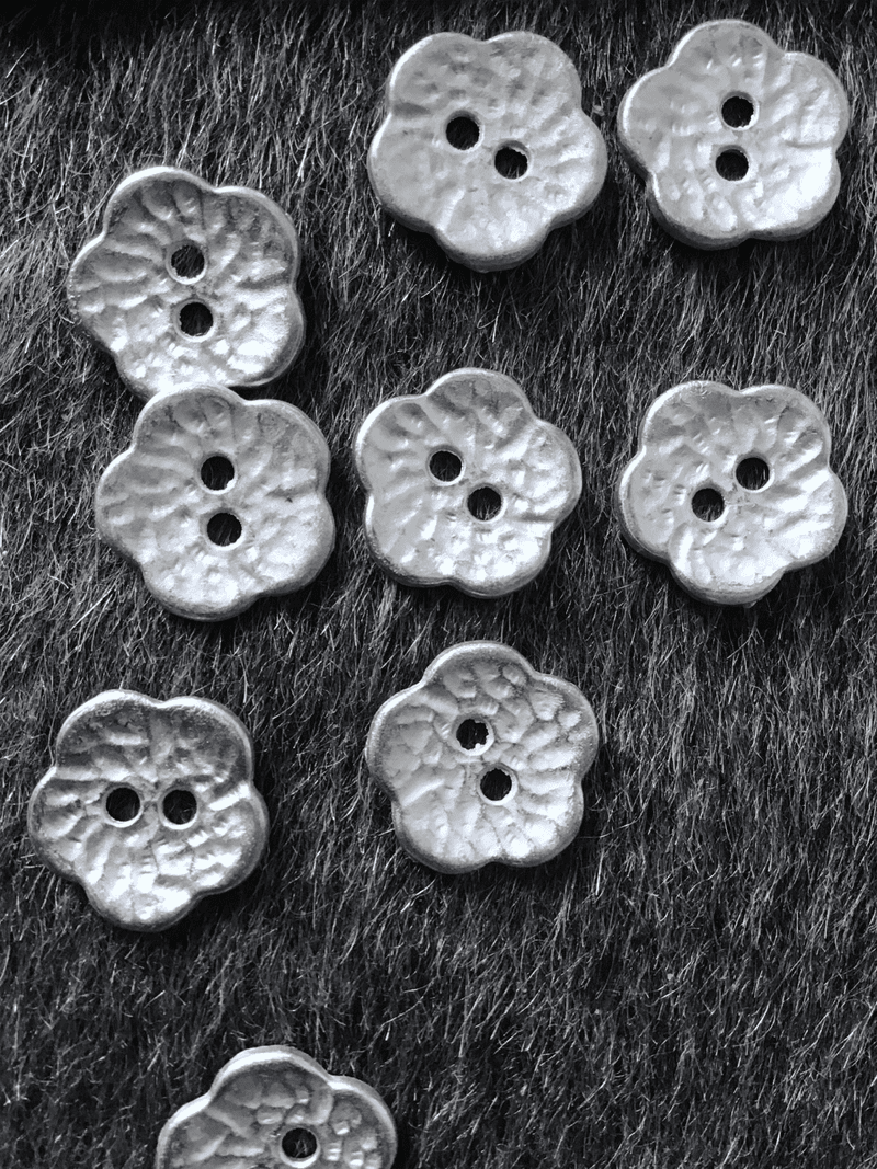 "2 Hole 5/8"" (15mm) 24L Vintage Silver Flower Metal Buttons #585"