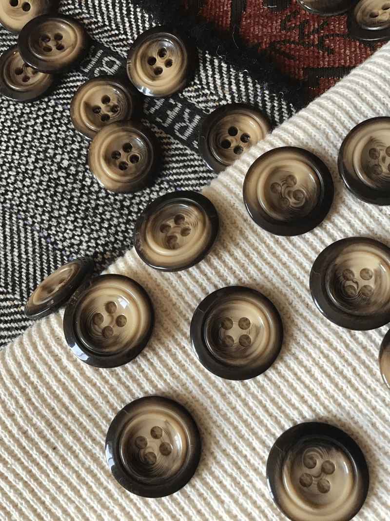 "Coffee Cream Italian 4 Hole 15/16"" (23mm) 36L Vintage Buttons #578"