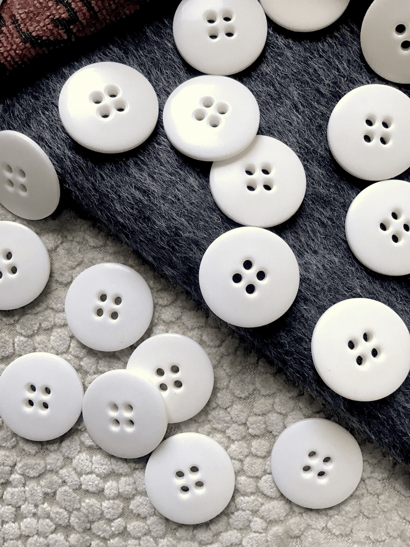 """Italian 4 Hole 1"""" (25mm) 40L White Vintage Buttons #526"""