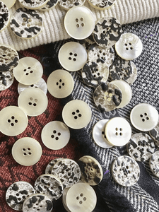 "Italian 4 Hole Imitation Ivory Shell Button 13/16"" (20mm) 32L Vintage Buttons #640"
