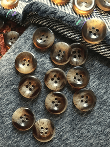 """Italian 4 Hole Syrup Brown Clear Button 3/4"""" (19mm) 30L Sewing Buttons #644"""