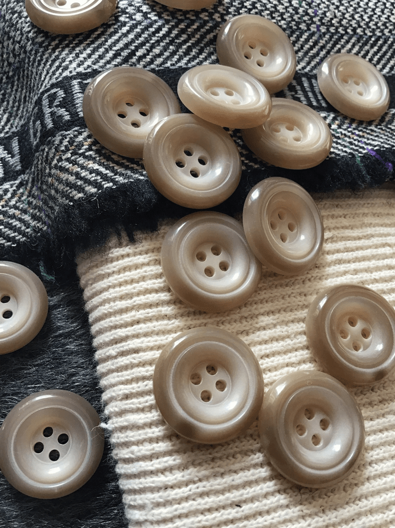 """Italian Beige Tan 4 Hole 7/8"""" (21mm) 34L Small Vintage Buttons #519"""