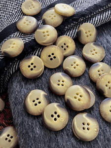 """Italian Blonde Brown 4 Hole Button 13/16"""" (20mm) 32L Vintage Buttons #673"""