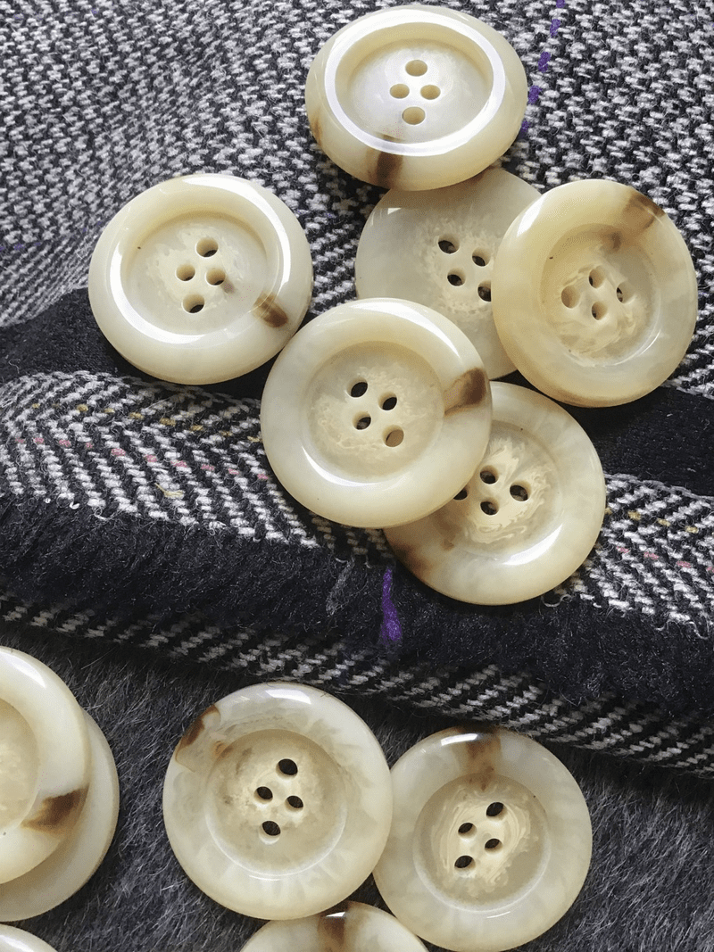 "Italian Designer 4 Hole 1"" (25mm) 40L Light Beige Tan Vintage Buttons #622"
