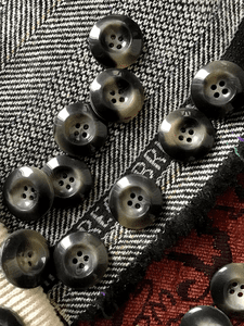 """Italian Stormy Grey 4 Hole 15/16"""" (23mm) 36L Vintage Buttons #599"""