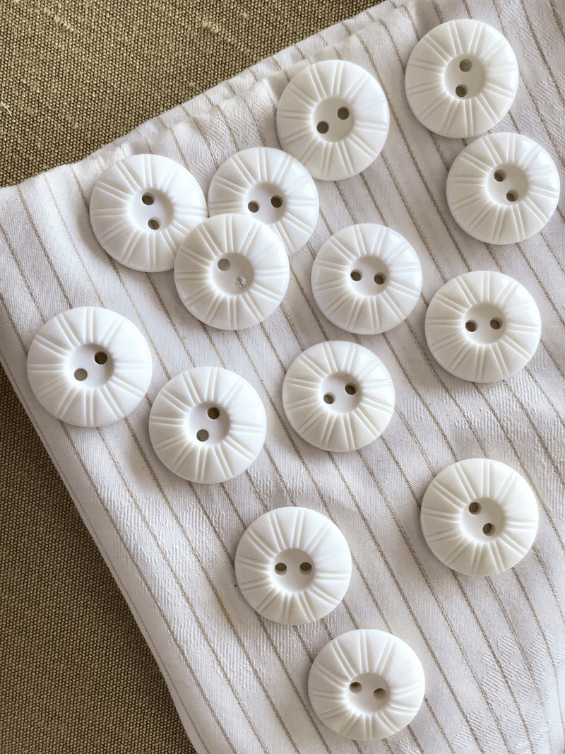 "Italian Vintage White 2 Hole Button 13/16"" (20mm) 32L Sewing Buttons #778"