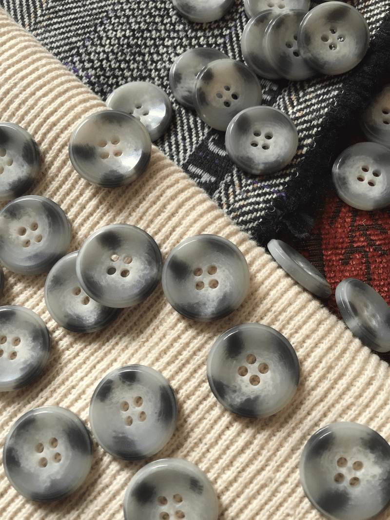"Light Grey Textured Italian 4 Hole 13/16"" (20mm) 32L Vintage Sewing Buttons #580"