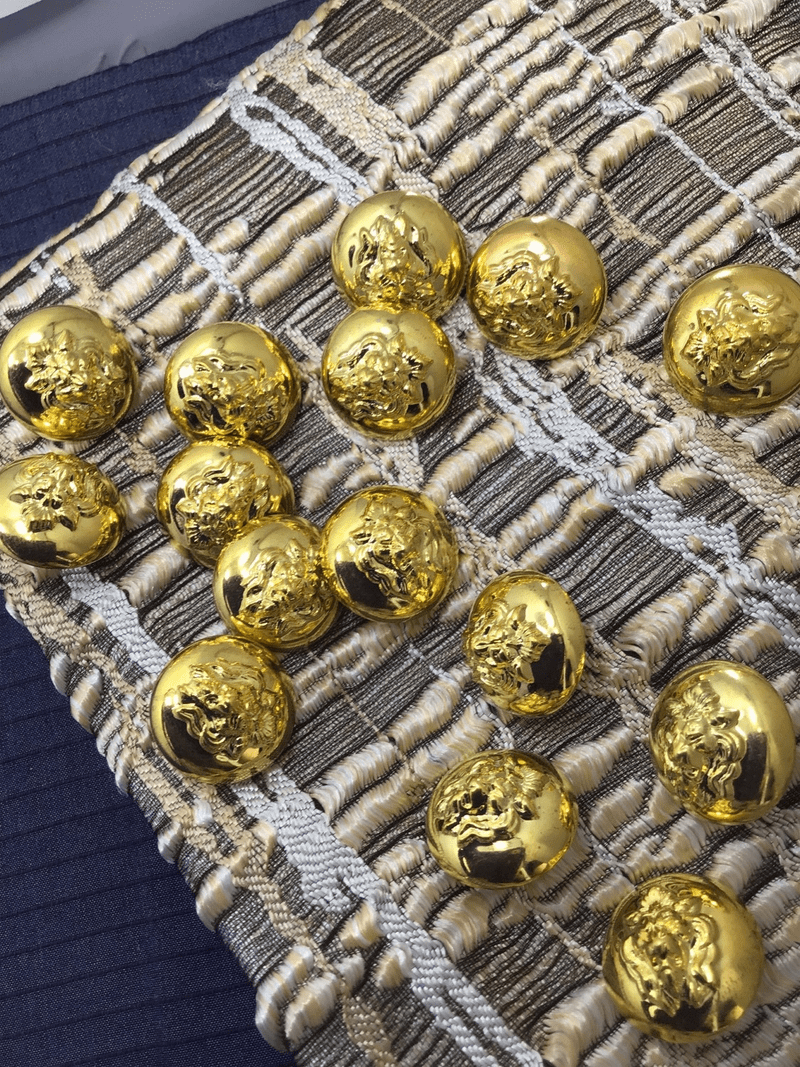 """Metallic Embossed Gold Lion Head Vintage Dome 13/16"""" (20mm) 32L Buttons #1054"""