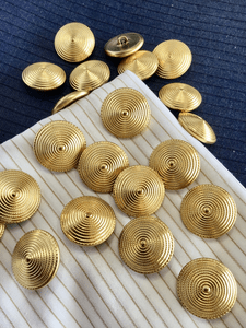"Metallic Gold Embossed Swirl Vintage Shank 15/16"" (23mm) 36L Blazer Buttons #917"