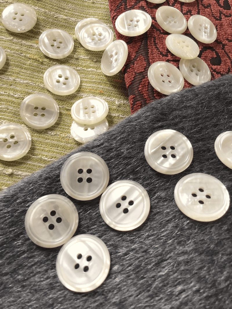 """Pearl-like Ivory Italian 4 Hole 15/16"""" (22mm) 36L Vintage Buttons #550"""