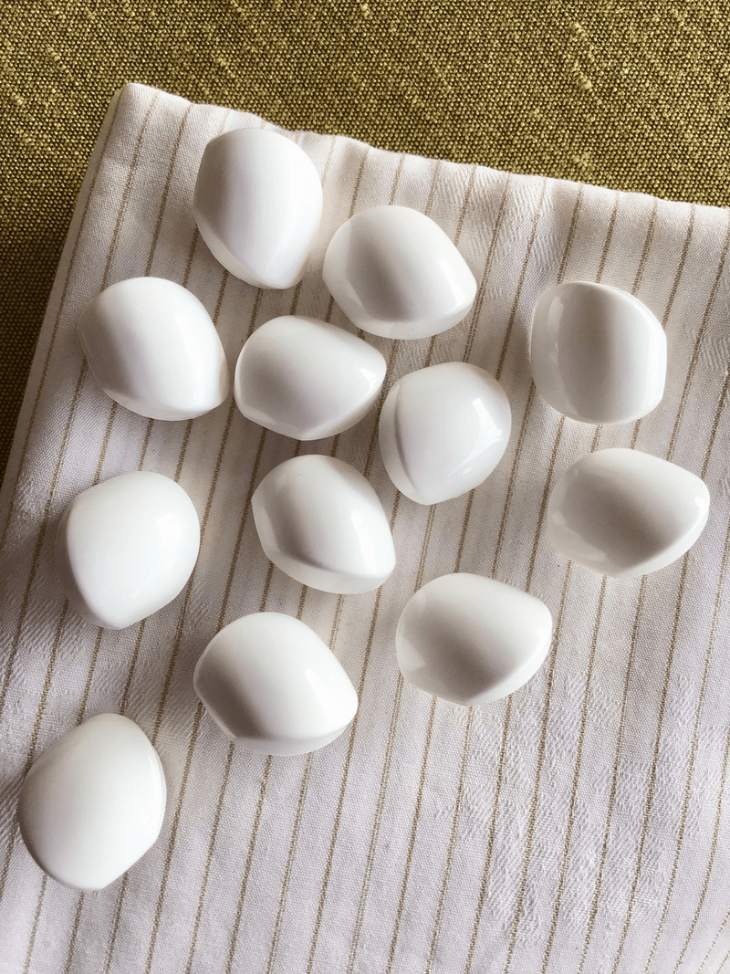 """Winter White Fashion Button 3/4"""" (19mm) 30L Shank Buttons #748"""