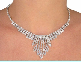 <BR>                  LEAD AND NICKEL FREE!!<BR>S1226NE-EXQUISITE GENUINE AUSTRIAN<BR>       CRYSTAL NECKLACE AND EARRING<br>             SET FROM $13.00 TO $24.00
