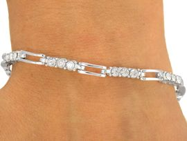 <BR>        LEAD AND NICKEL FREE!!<BR>  W8576B - STYLISH AUSTRIAN<Br> CRYSTAL SILVER FINISH LATCH<Br>BRACELET FROM $3.35 TO $7.50