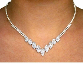 <BR>  S533NE - GENUINE SWAROVSKI<BR>CRYSTAL NECKLACE & EARRINGS<BR>YOUR LOW PRICE IS ONLY $27.63