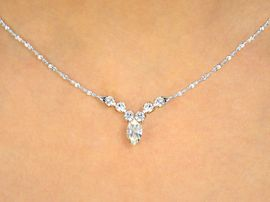 <BR>             SIMPLE ROMANTIC ELEGANCE<BR>W10082NE - GENUINE AUSTRIAN CRYSTAL<br>NECKLACE & HYPOALLERGENIC EARRINGS<Br>                   YOUR LOW PRICE IS $6.50