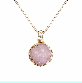 <BR>     W29523N12 - EXCITING NEW FASHION JEWELRY EXCLUSIVE <BR>BLUSH PINK TONE NATURAL GEODE CRYSTAL GOLD-TONE PENDANT <BR>    ON BEAUTIFUL ADJUSTABLE GOLD-TONE CHAIN LINK NECKLACE<BR>                     NO NICKEL, LEAD, OR POISONOUS CADMIUM.  <br>                              BUY THIS NECKLACE FOR $10.00 EACH