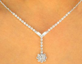 <Br> W9671NE - BRIGHT AUSTRIAN CRYSTAL<br>FLOWER DROP NECKLACE & EARRINGS<bR>        YOUR LOW PRICE IS ONLY $8.94