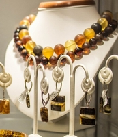 How to Choose and Buy Amber Jewelry