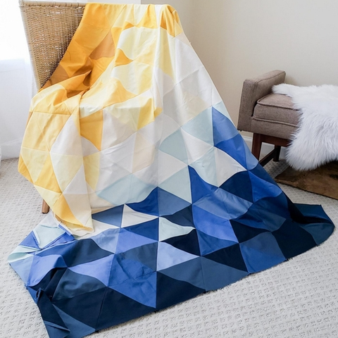 Lo & Behold Stitchery, Sewing Patterns, Triangle Fade Quilt