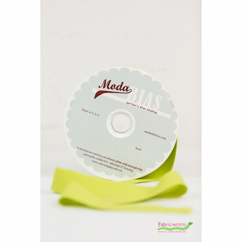 """NOTIONS Moda, Bella Solids 2 1/4"""" Quilter's Bias Binding, Chartreuse"""