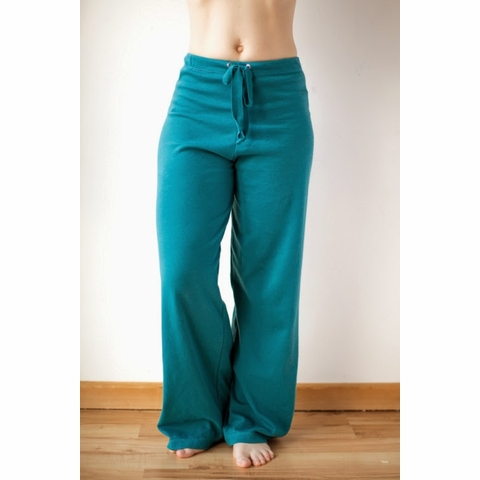 Sewing Tutorial & Free Pattern | Basic Yoga Pants by The Crafty Kitty