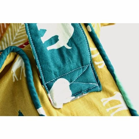 Sewing Tutorial & Free Pattern   Retro Overnight Bag by The Crafty Kitty