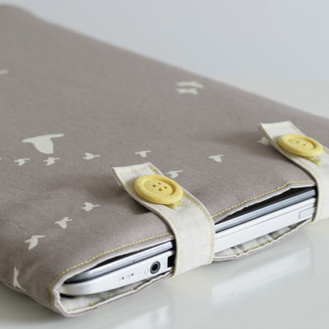 Sewing Tutorial & Free Pattern|Padded Laptop Sleeve by The Crafty Kitty