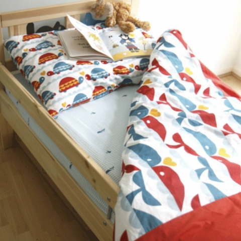 Sewing Tutorial & Free Pattern|Toddler Bedding by The Crafty Kitty