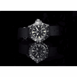 DAYNIGHT T100 OPS Tritium Flat Tubes on a black Stainless Steel Nylon strap