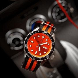 MILITARY DIVER 300 AUTOMATIC � SS DIVER